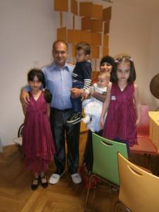 Familie Jadgary: Pardes, Simin, Khosbo, Khoshista, Ayaz und Fayaz