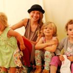 Sabrina und Kinder im Tipi Presse